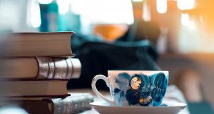 آدمهای خوشبخت کتاب میخوانند و قهوه مینوشند.